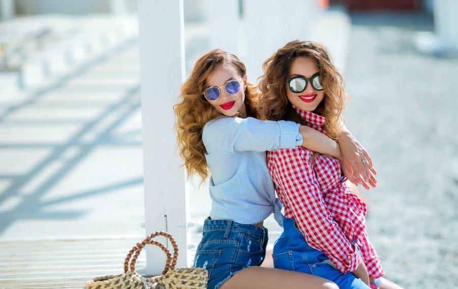 Bild von dem Produkt Besties mit Sonnenbrille Vorderseite