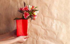 Bild von dem Produkt Blümchen in Geschenktüte
