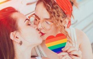 Bild von dem Produkt Küssende Mädels